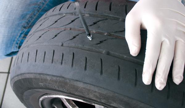 Pinchazo - kit - antipinchazos - rueda - viaje - carretera