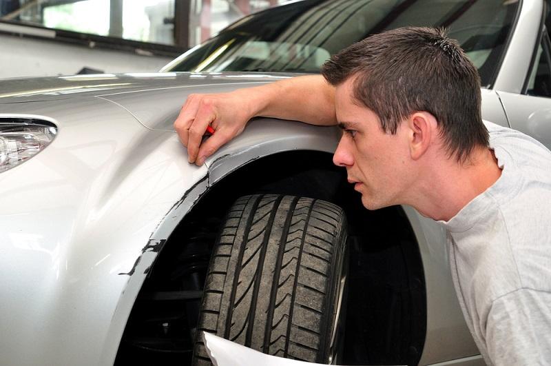 Cómo reparar y quitar los arañazos del coche